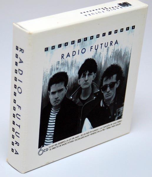 Front lateral view, Radio Futura - Caja de Canciones